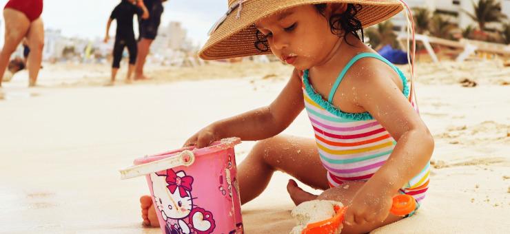 Bambini in spiaggia: 6 utili consigli per le mamme!